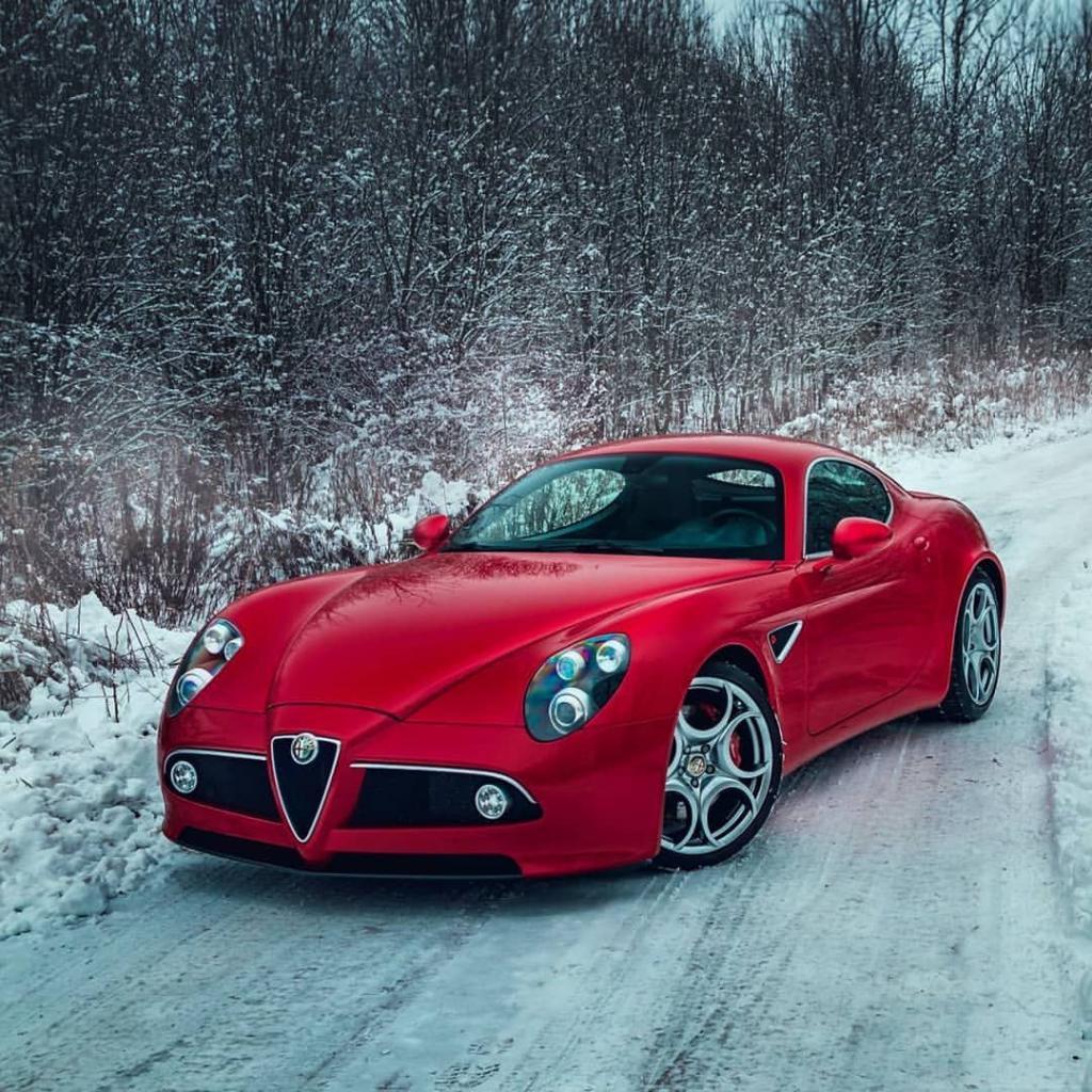 Красная машина