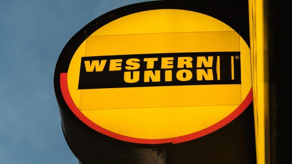 Вывеска с надписью Western Union.