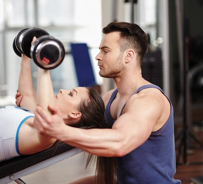 Личный тренер и девушка.