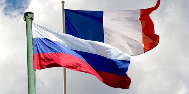 французский и российский флаги