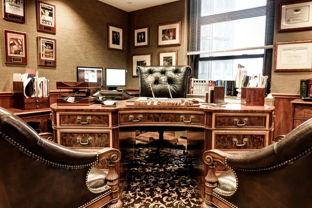Офис юридического консультанта.