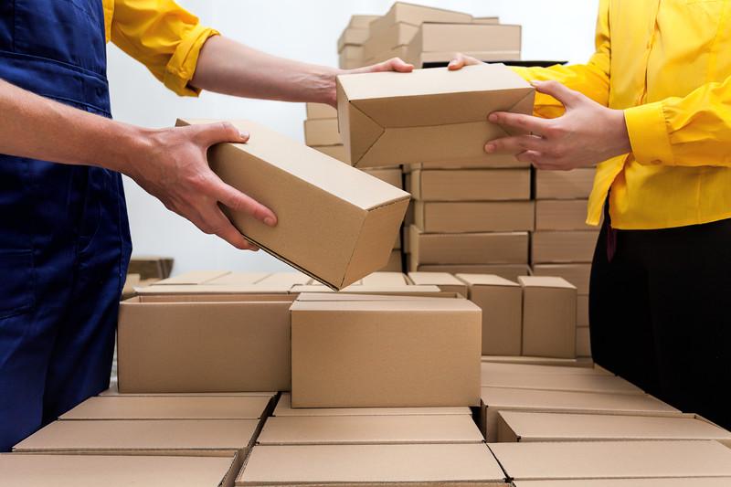 Получение посылки в пункте выдачи заказов.